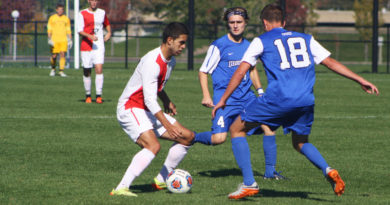 Men's soccer split final home stand of the year, inch closer to playoff berth